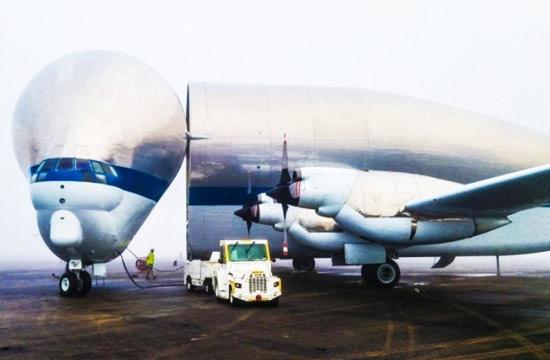 超级孔雀鱼运输机装载飞船现场
