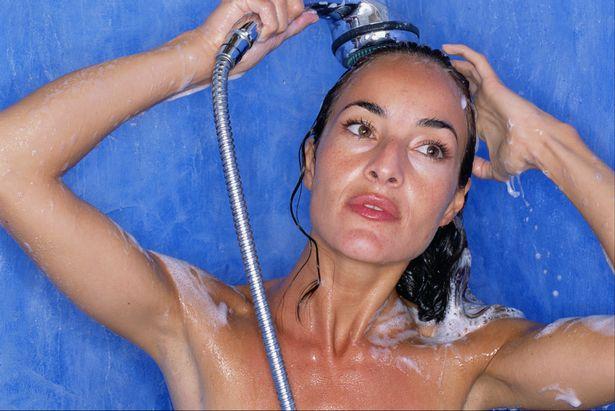 美容专接称洗澡时顺带洗脸不利脸部健康