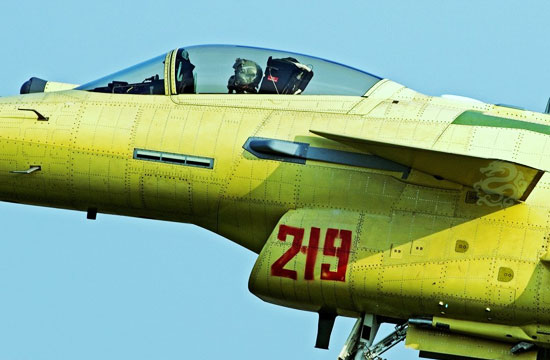 编号219歼10B战机试飞猛照曝光