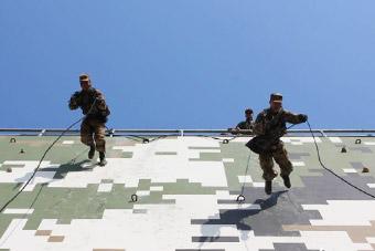 飞檐走壁:看侦察兵专业训练