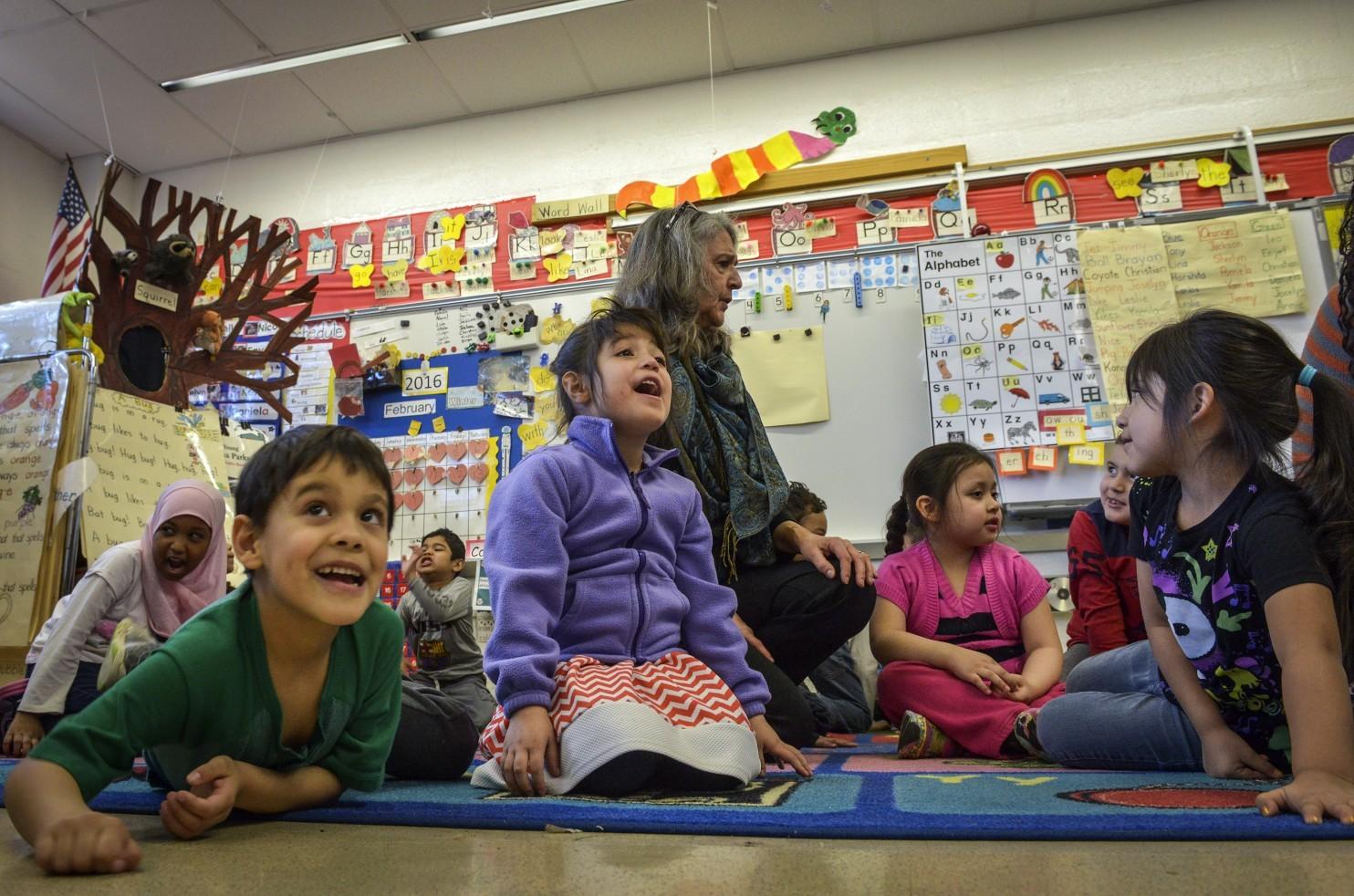 美老师发明创意数学课:学生边表演边学数学