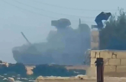 T-90坦克被陶氏导弹击中成员生还逃出