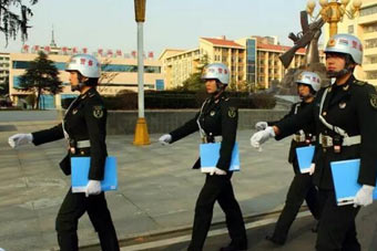 解放军女纠察兵平均身高1米7