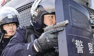 包头铁路公安处特警支队组织进行反恐演练