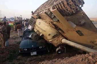 离奇车祸:59式坦克压扁宝马