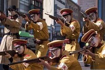 韩国街头重现抗日独立运动场面
