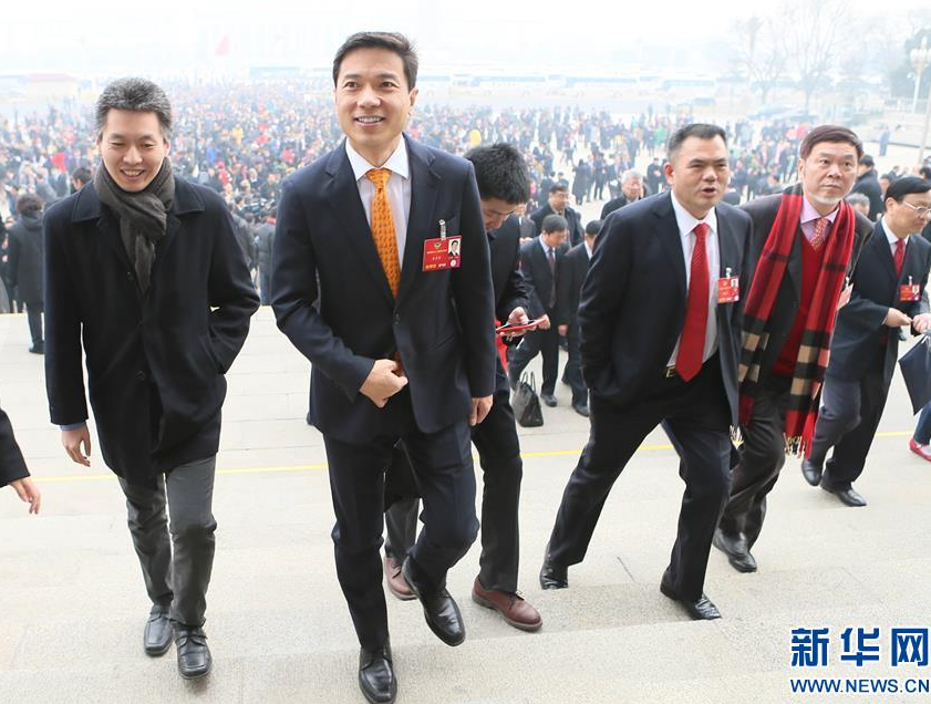 政协委员提案:赵本山关注农村文化 李彦宏提无人车研发