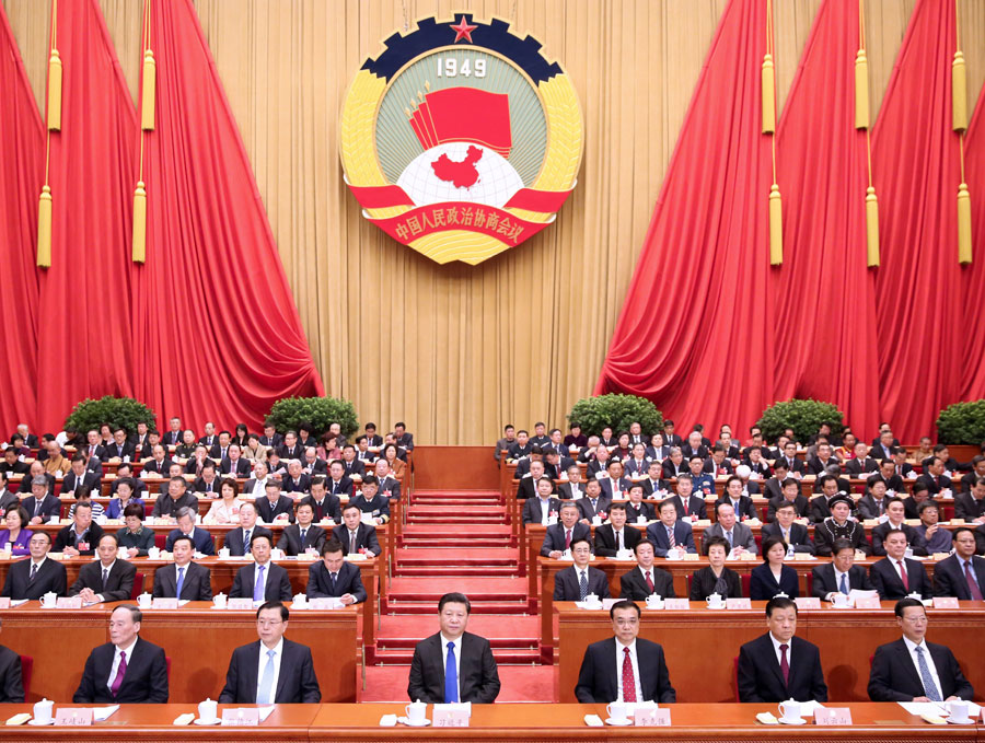 3月3日,中国人民政治协商会议第十二届全国委员会第四次会议在北京人民大会堂开幕。这是、李克强、张德江、刘云山、王岐山、张高丽在主席台就座。  新华社记者 兰红光 摄