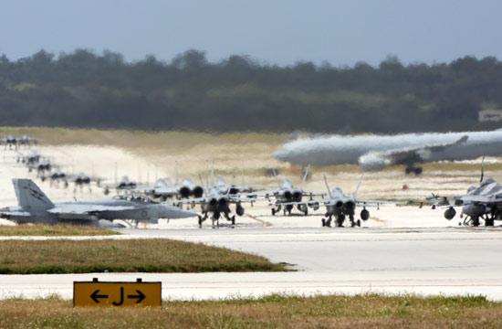 美日空战演习战机排长队出动