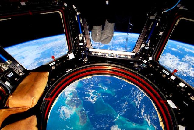 NASA宇航员太空生活一年记录宇宙影像