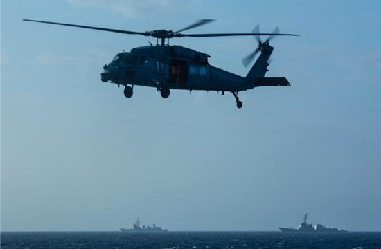 中国电侦船抵近闯南海美军航母