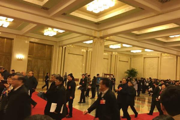 全国人大四次会议开幕前多位部长接受记者采访