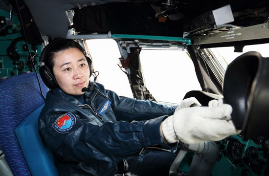 中国空军女飞驾驶大运参加训练