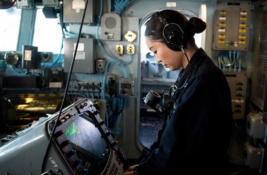 四川妹子在美军两栖巨舰上当兵