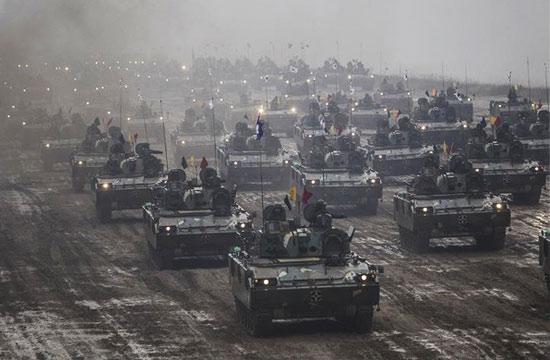 韩国陆军展示武器装备铁流滚滚