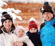 """英国威廉王子滑雪度假发布""""全家福""""幸福爆棚"""