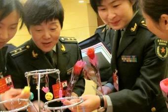 两会军队女代表这样过妇女节