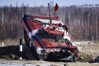 俄军战车大比武参赛者全都拼了