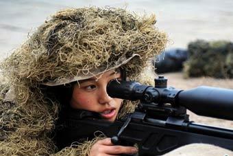 38军女特种兵狙击手伪装专业