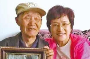 """中國遠征軍老兵相互在衣服蓋印以示""""我還活著"""""""