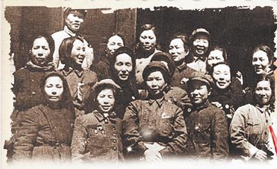 """毛泽东曾一心想做哪位女红军的""""红娘""""?"""