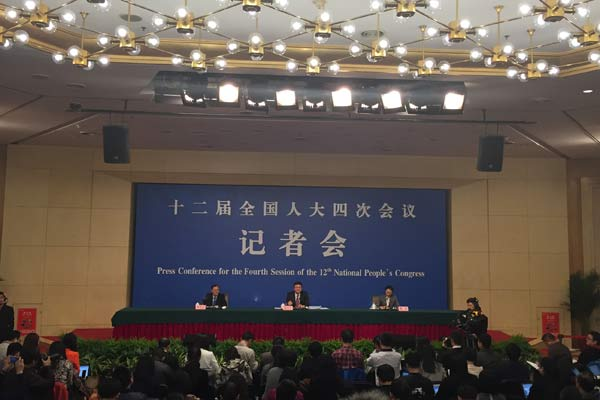 """环保部部长陈吉宁就""""加强生态环境保护""""回答中外记提问"""