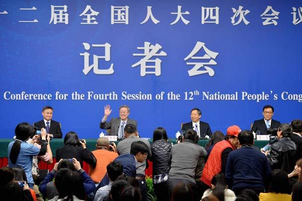 """央行行长周小川就""""金融改革与发展""""答记者问"""
