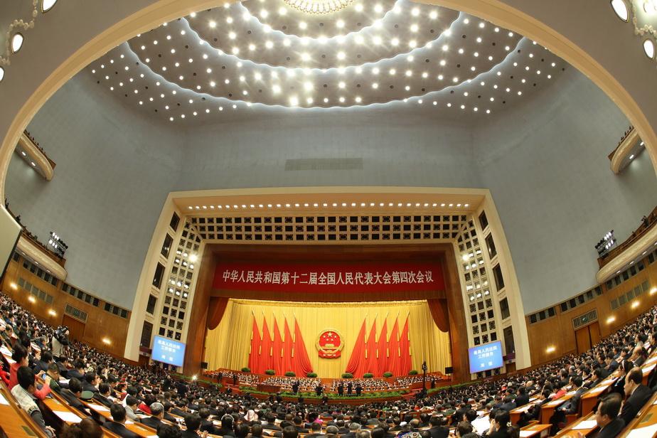 十二届全国人大四次会议举行第三次全体会议