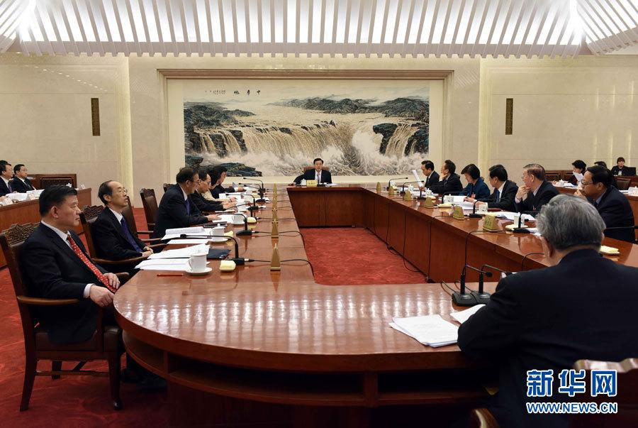 十二届全国人大四次会议主席团常务主席第一次会议举行 张