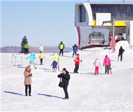 一家外资滑雪场变化:这个雪季滑雪人数涨三成