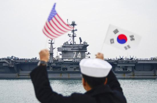 美军核动力航母战斗群开进韩国