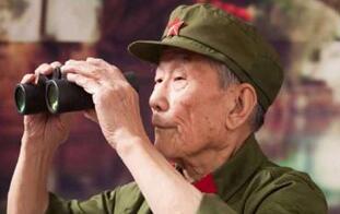 """96岁抗战老兵拍""""大片"""" 变身时尚达人"""