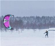 创意新玩法:滑雪不够味?雪地风筝