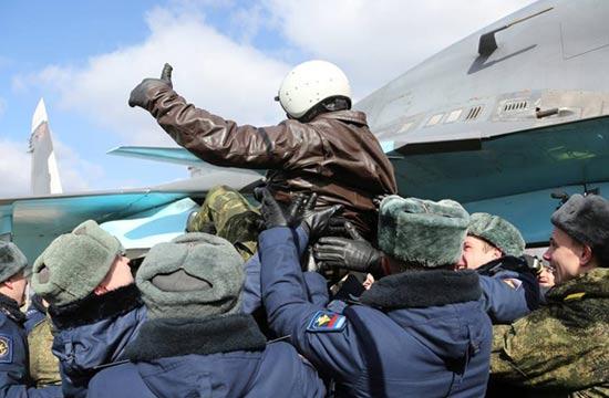 俄飞行员从叙回国获英雄般礼遇