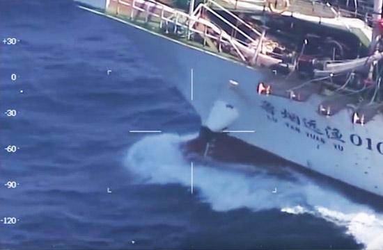中国渔船遭阿根廷海警击沉现场