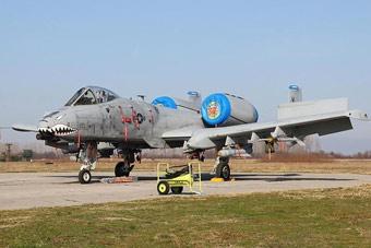 A-10与苏25攻击机罕见比肩训练
