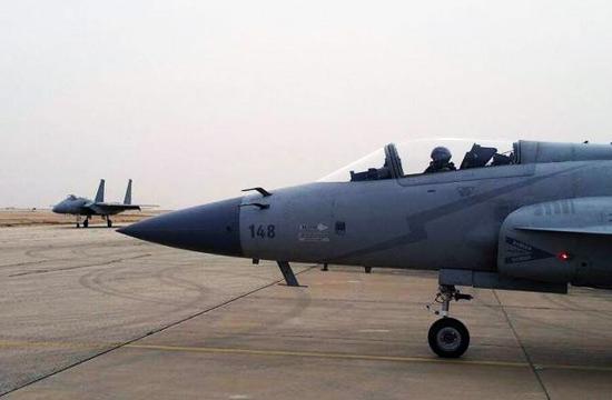 """巴基斯坦枭龙战机""""对阵""""F-15"""