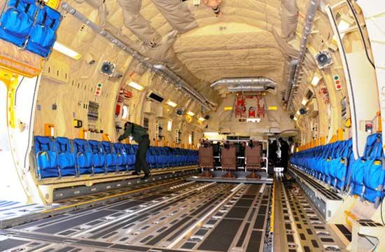 日本首次公开C-2运输机内景