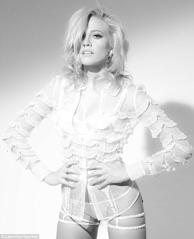 英歌手皮克茜•洛特登《Man Magazine》杂志