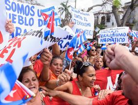 """古巴""""白衣妇人""""举行反政府游行"""