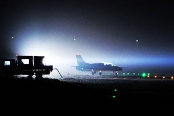 解放军一款战机夜幕下神秘科幻
