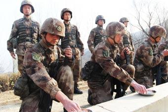 金刚钻团干部战士都在一线训练