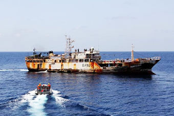 我护航编队救治重病中国渔民