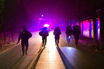 武警凌晨三点出发训练太拼了