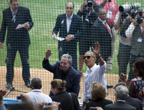 奥巴马和卡斯特罗观看棒球赛