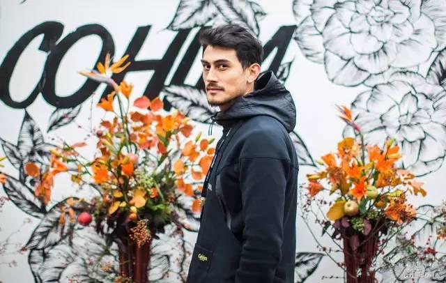 高颜值花艺师Akiva走红 从季节的馈赠中获取灵感