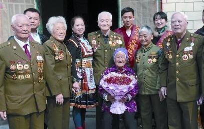 和抗战老兵相聚 她盼了十多年 这个梦终于圆了