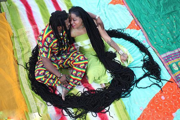 美50岁女子拥有16.5米长世界最长头发