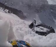 美国一男子滑雪遭遇雪崩险被活埋(组图)