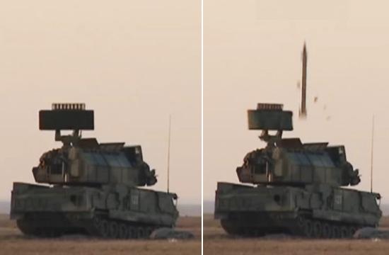 实拍红旗17导弹一步一步蹿上天